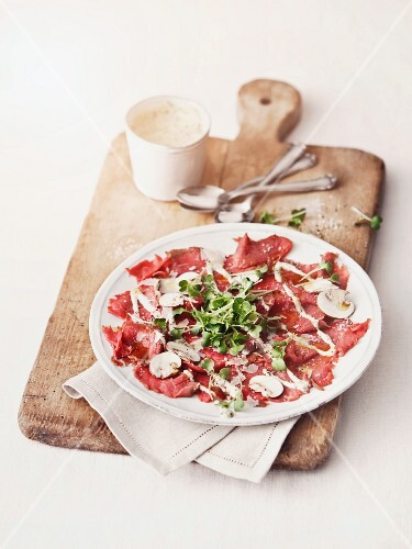Bison fillet carpaccio with mushrooms