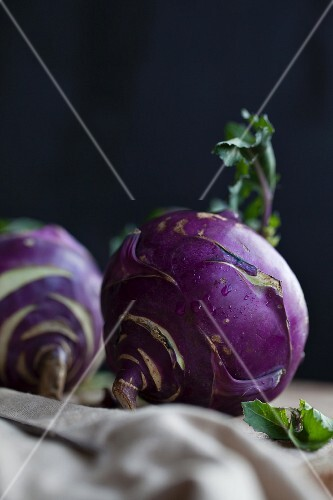 Purple kohlrabi (close-up)