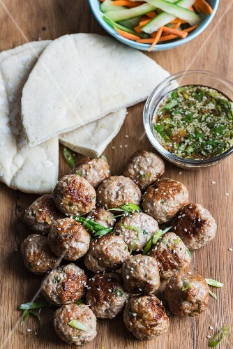 Pork meatballs with sesame seeds