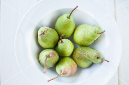 A bowl of fresh pears