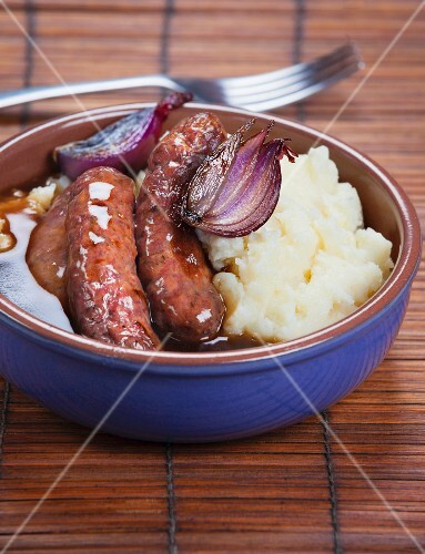 Fried sausages with mashed potatoes and gravy