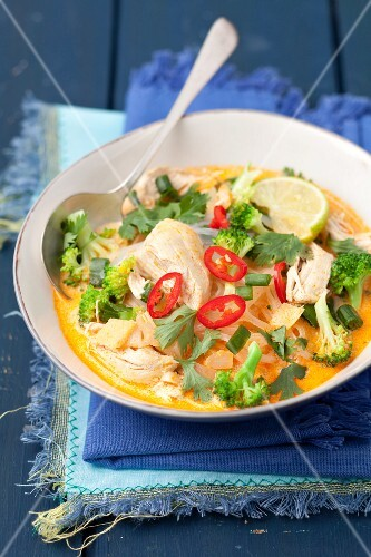 Coconut milk soup with chicken, broccoli and cassava pasta (Thailand)