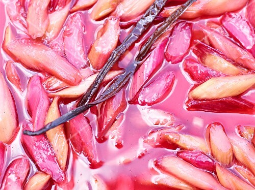 Rhubarb compote with vanilla pods (close-up)