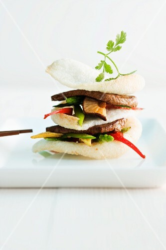 Teriyaki beef with prawn crackers