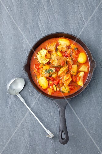 Tuna goulash with potatoes, tomatoes and courgette