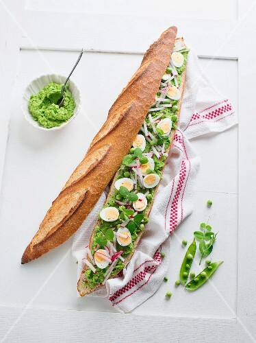 Baguette with avocado and pea cream