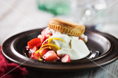 Ginger and strawberry shortcakes with cream and lemon zest