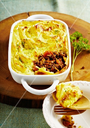 Cottage pie with minced meat and potato topping