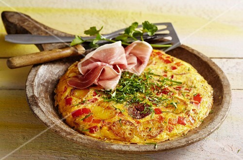 Catalan tortilla with peppers and Serrano ham