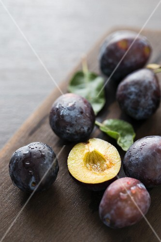Fresh damsons on a wooden board