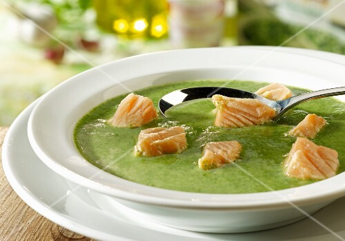 Spinach soup with salmon