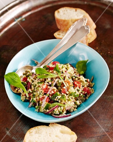 Bulgur salad with lamb's lettuce and mint