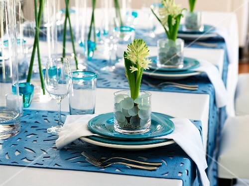 Flower arrangements on place settings