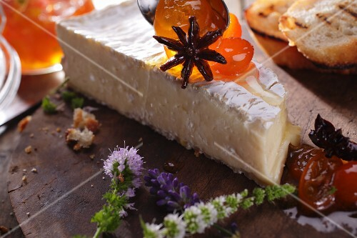 Brie with star anise and chutney