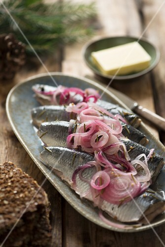 Pickled herring with red onions, butter and wholemeal bread