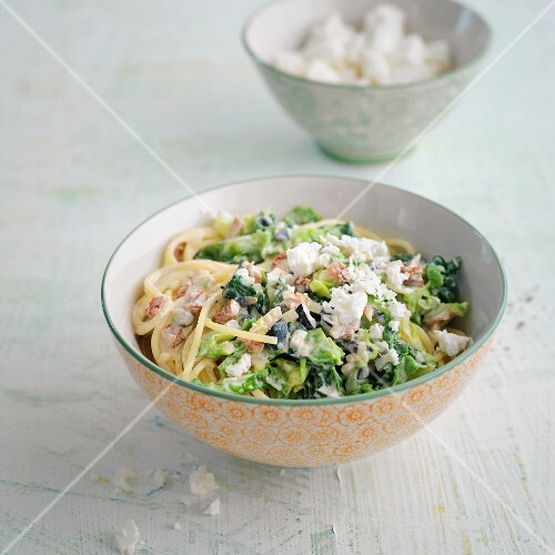 Spicy Savoy cabbage with spaghetti and feta cheese
