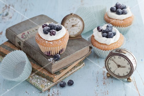 Quick blueberry cupcakes with a sour cream topping