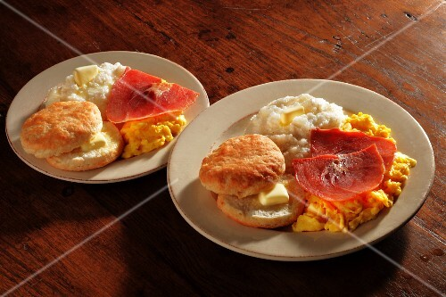Scrambled eggs with ham, grits and American biscuits