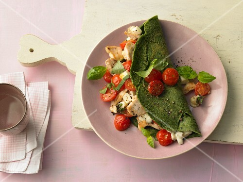 Spinach pancake with mozzarella, tomatoes and turkey breast
