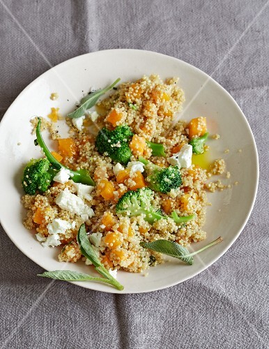 Pumpkin quinoa with broccoli and sheep's cheese