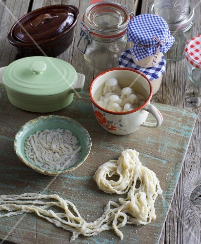 Intestines, jars and moulds for making sausages