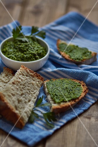 Parsley pesto and slices of bread