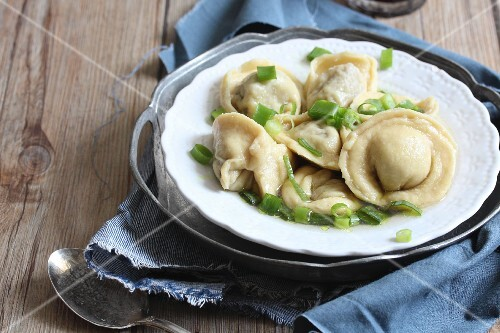 Tortellini with spring onions