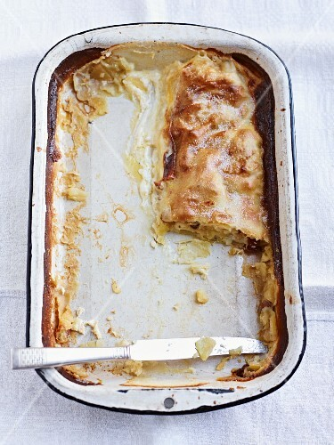 The remains of creamy strudel in a baking dish