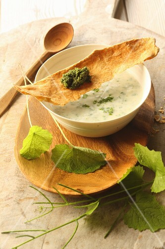 Kohlrabi soup with garlic rocket and crispbread with wild herb pesto