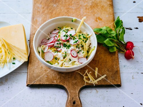 Savoury muesli with Emmentaler cheese, radishes and cucumber