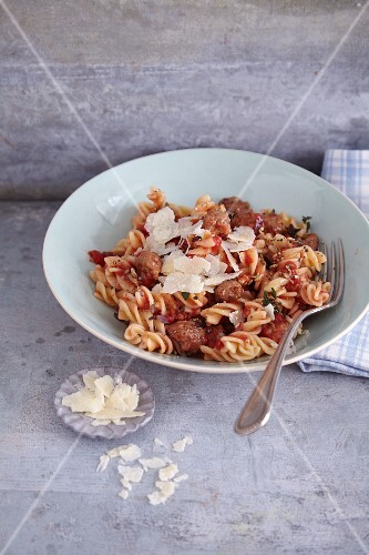 Quick pasta with sausage and tomato sugo