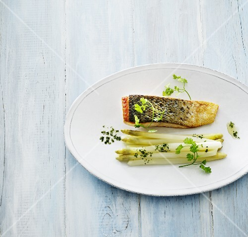Salmon with asparagus and chervil