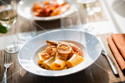 Paccheri con gamberi ed arancia (pasta with prawns and oranges, Italy)