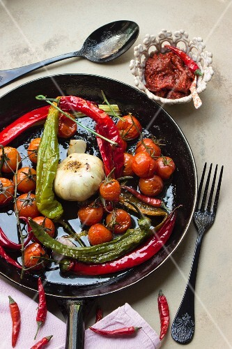 Fried vegetables with chilli peppers, garlic and vine tomatoes