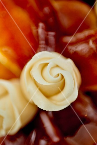 White marzipan roses as cake decoration (close-up)