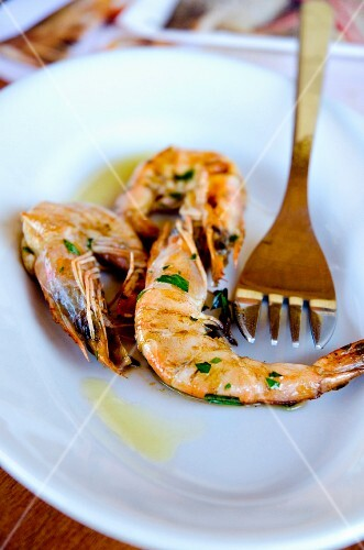 Grilled prawns with garlic and parsley