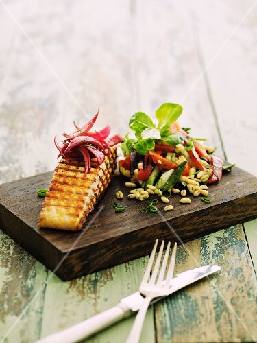 Grilled salmon steak with an Ebly vegetable salad