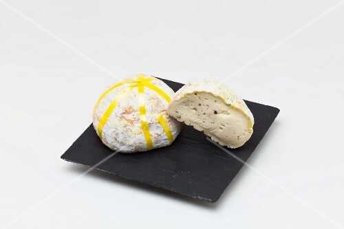 Gaperon (soft cheese from Auvergne, France)