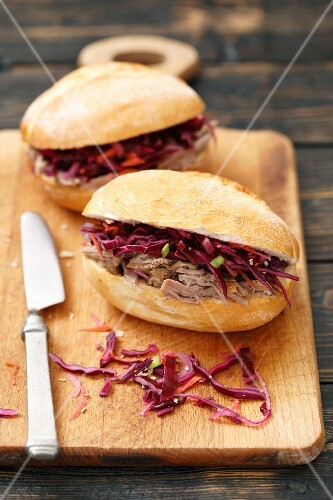 Pulled pork and red cabbage sandwiches
