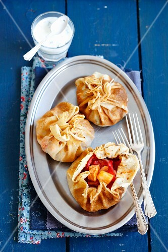 Pancake parcels with chicken, pepper and pineapple served with garlic sauce