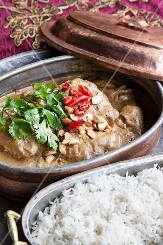 Chicken curry with peanuts
