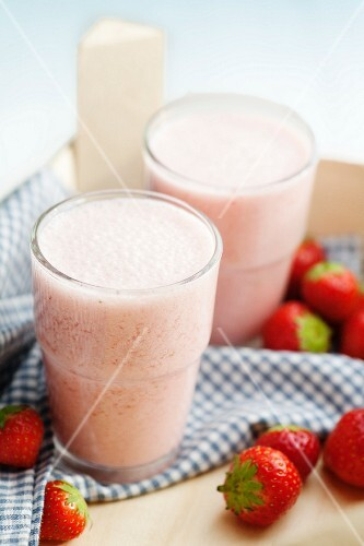 Smoothies with strawberries and bananas
