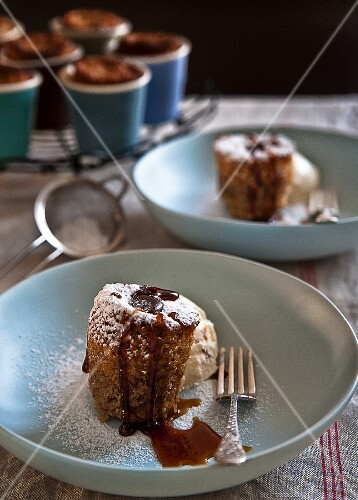 Honey and walnut pudding with icing sugar