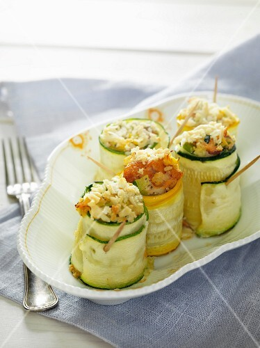 Courgette rolls filled with salmon