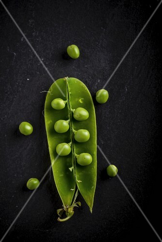 An open pea pod (seen from above)