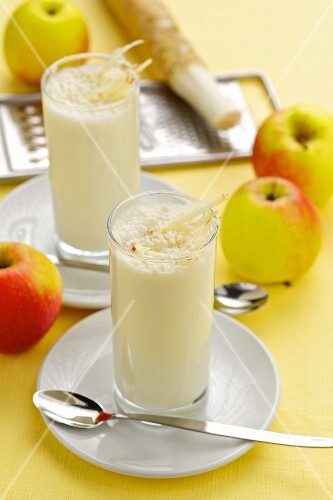 Apple smoothies with horseradish