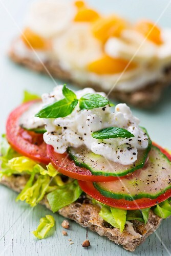 Crispbread topped with lettuce, cucumber, tomatoes and cottage cheese