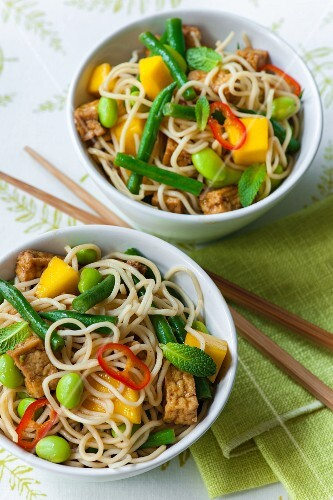 Oriental noodle salad with tofu and soya beans