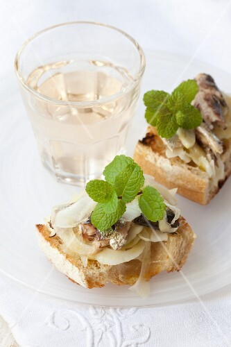 Toast topped with fennel, sardines and mint