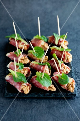 Salami and walnut canapés with lamb's lettuce